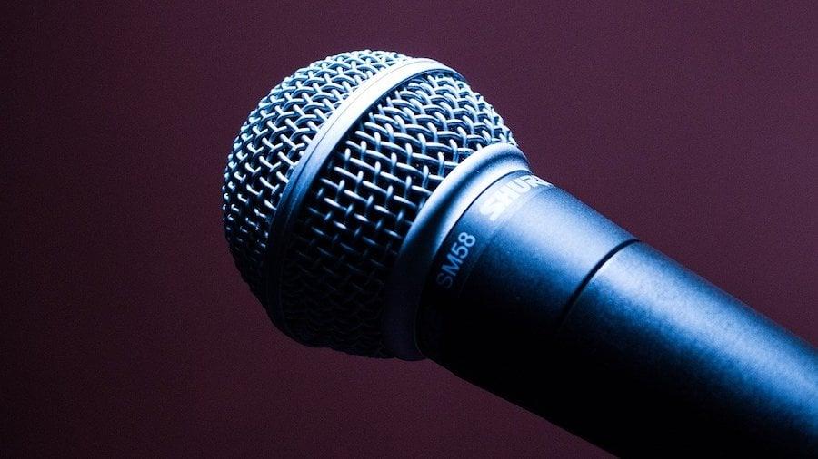 microphone-1716069_1280